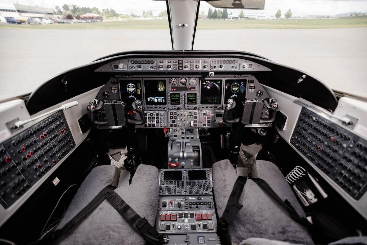 44LG Cockpitt